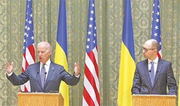 Киевские власти послушно выполняют все указания заокеанских кураторов. Вице-президент США Байден вещает, Яценюк внимает